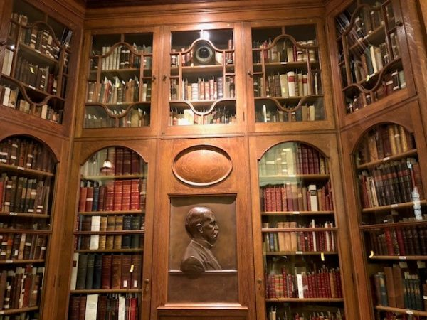 photo of the osler niche in the Osler Room