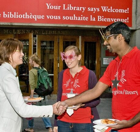 """Principal Heather Munroe-Blum meets student navigators at the Library's """"Meet the Stars"""" Orientation event, 2008"""